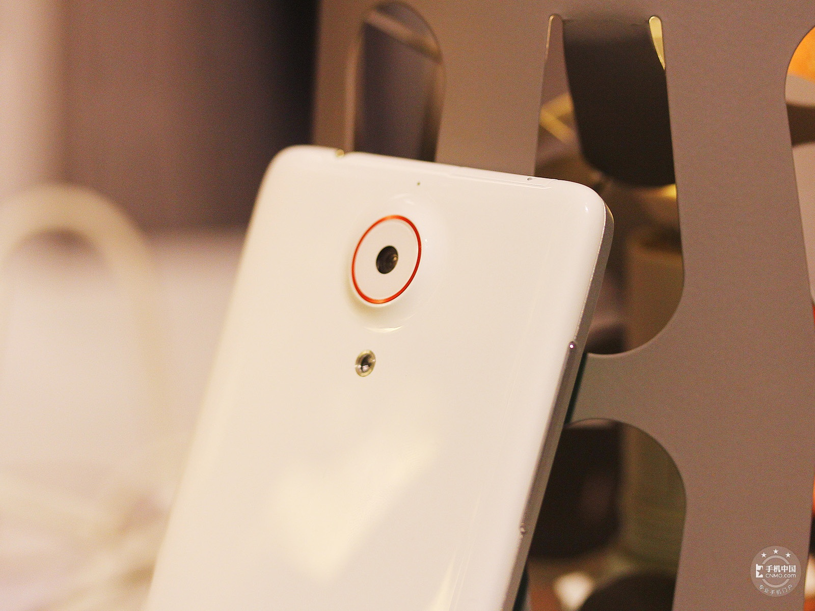 努比亚Z5(16GB)机身细节第2张