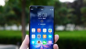 【全面屏】全面屏手机顾名思义就是无边框,全是屏幕。说是无边框,暂时只是屏幕占比更高,可以达到90%以上,超窄边框设计